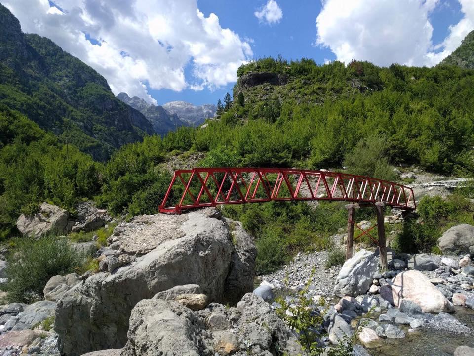 Горный район в Албании, о котором идет речь