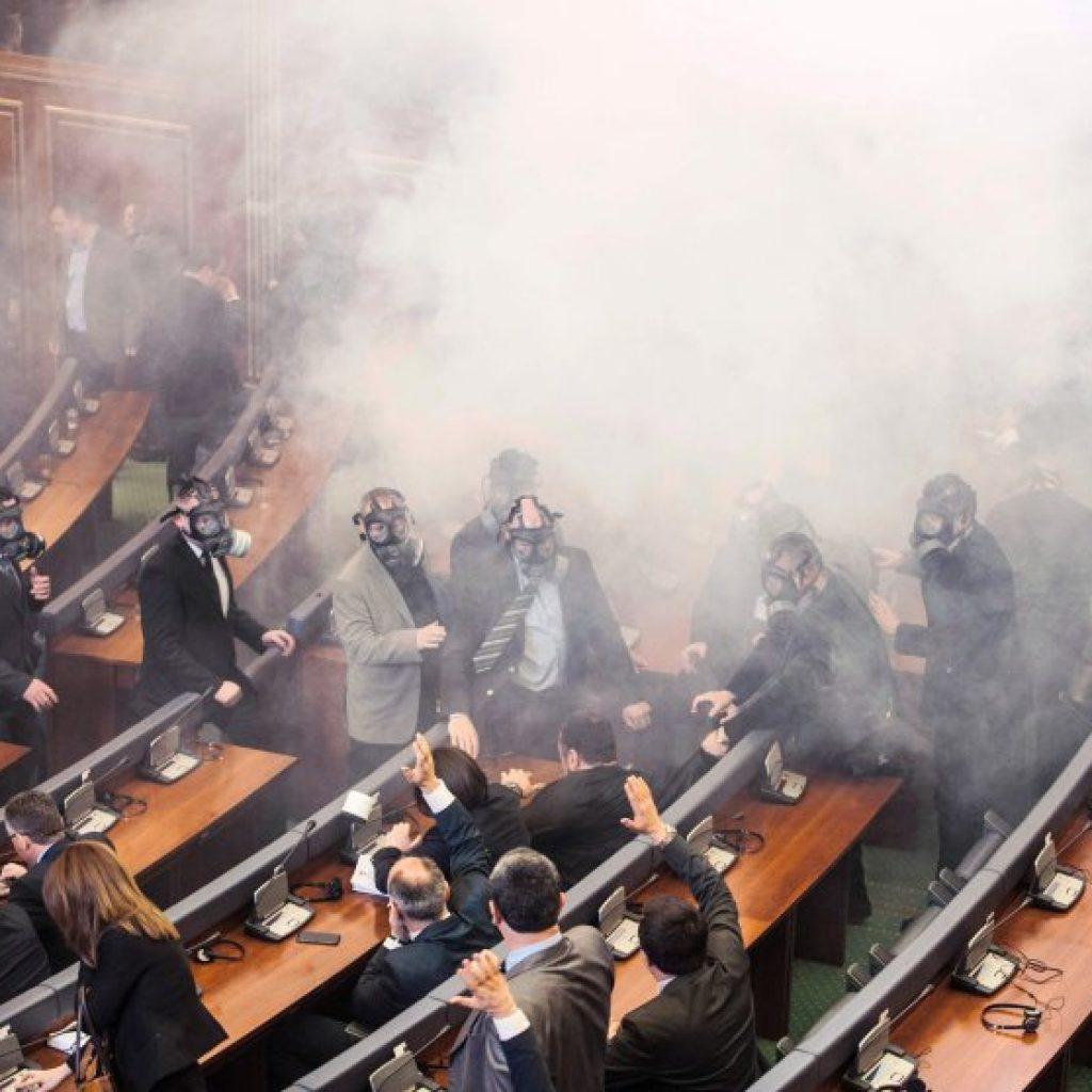 TOPSHOT-KOSOVO-SERBIA-POLITICS-PROTEST