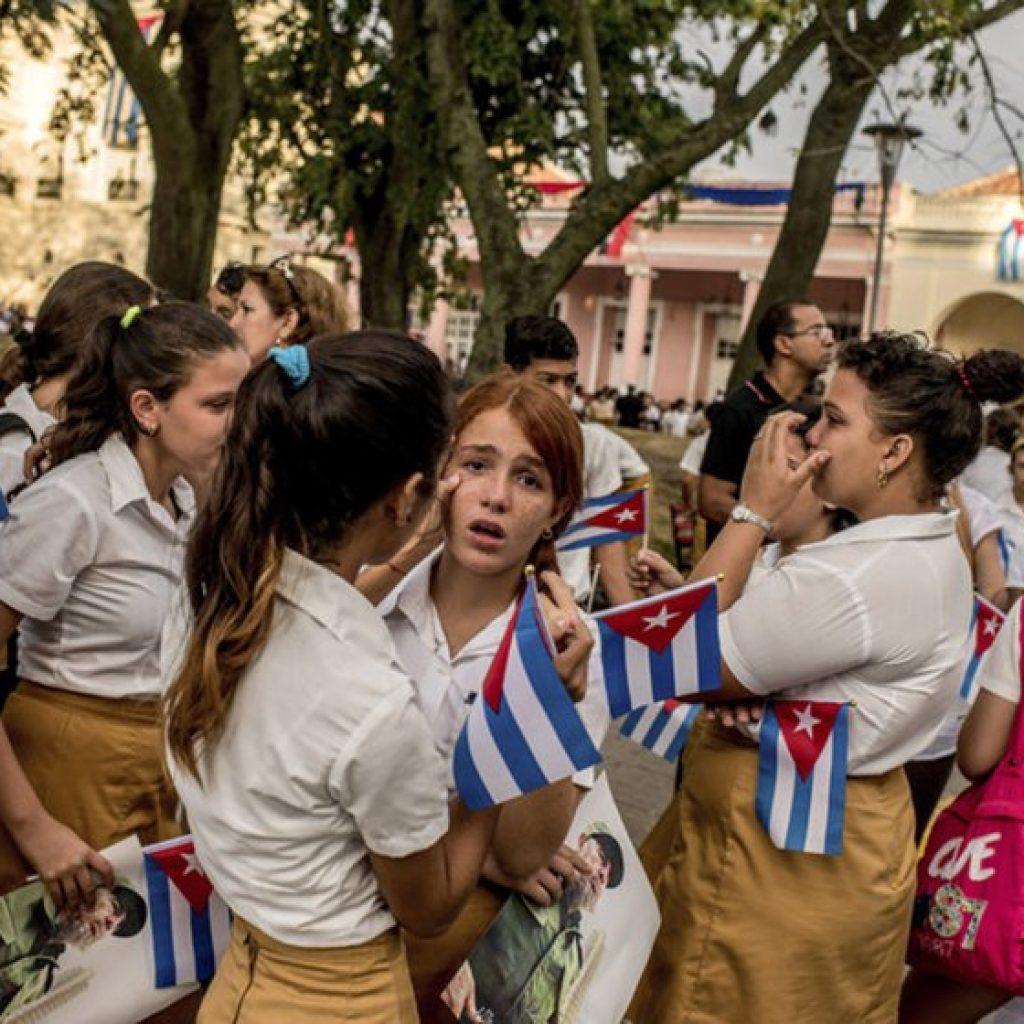 Children cry as a caravan carrying Fidel Castro's ashes passes through Santa Clara, Cuba.
