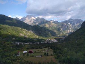 Горы в селе Тети в Албании