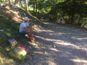 Ждем с мужем попутку в глухой албанской деревушке Тети
