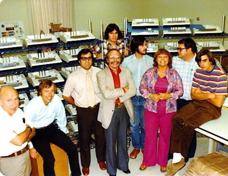 Команда Apple II, включаючи Стіва Джобса, в 1978 році.