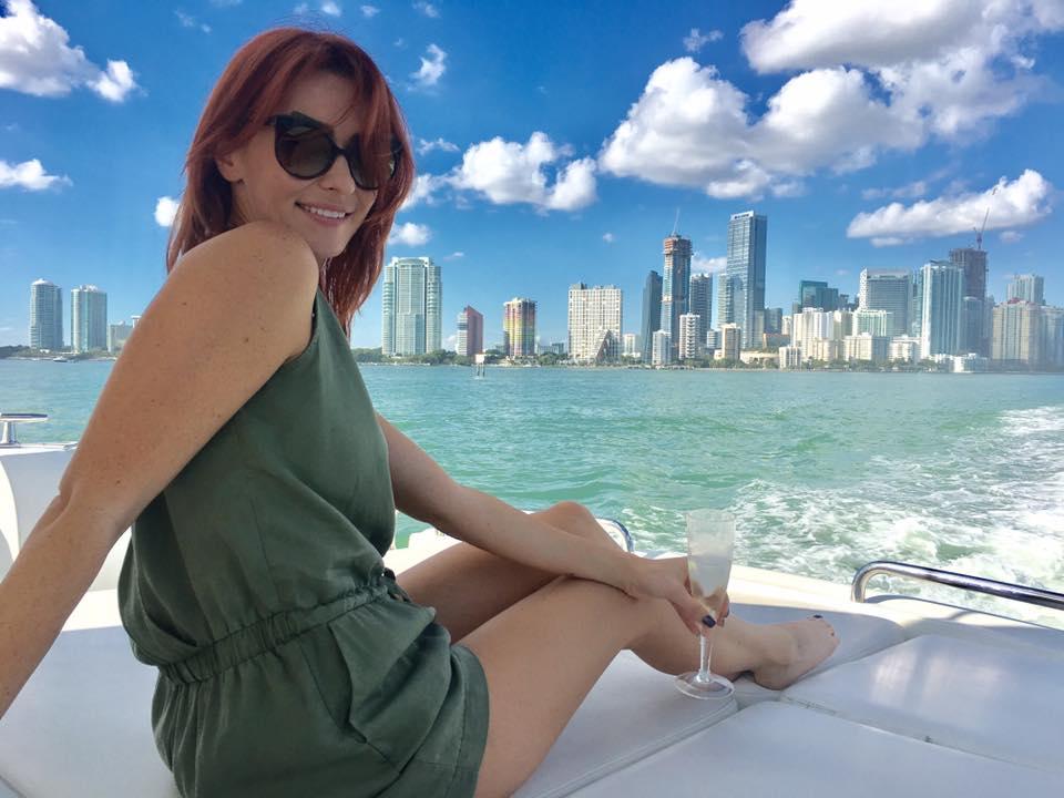 Она снимает рекламу модных брендов в Майами. Как Анна Тураева уехала в США и стала фешн-фотографом