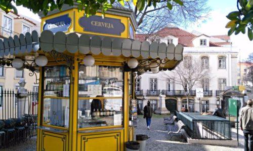 Типичный лиссабонский киоск