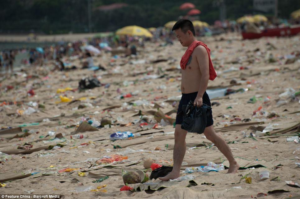 Грязный пляж в Шеньжене. Фото - DailyMail