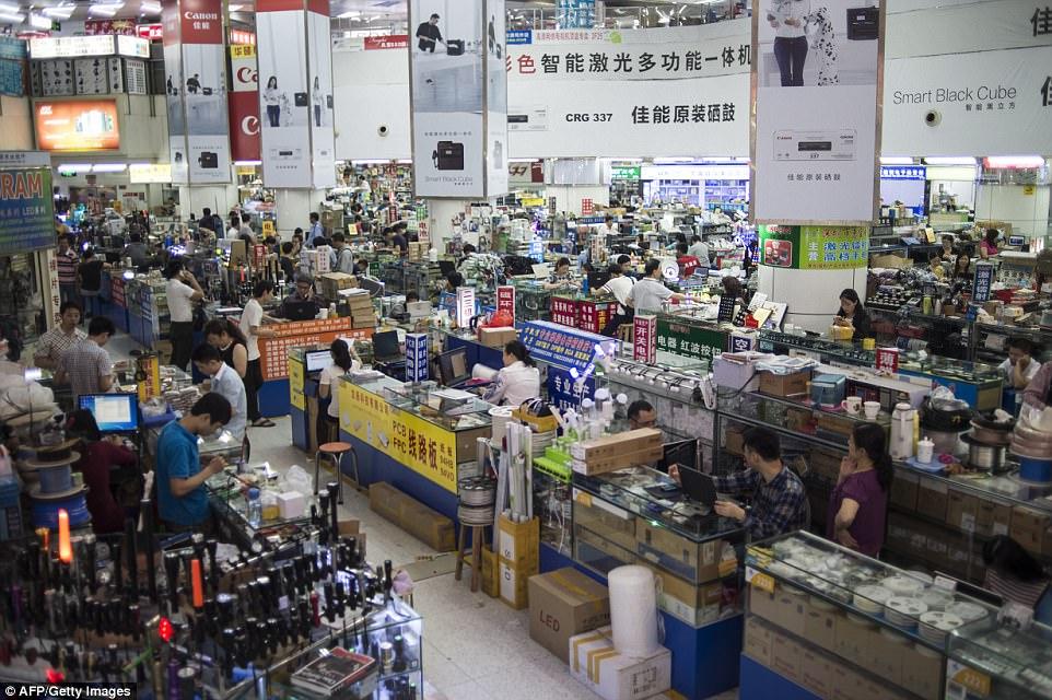 Рынок техники в Шенжене. Фото - DailyMail