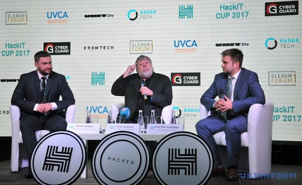 Егор Аушев, Стив Возняк и Дмитрий Будорин на финале HackIT Cup 2017