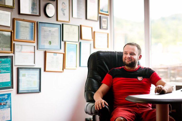 Андрей Худо в офисе