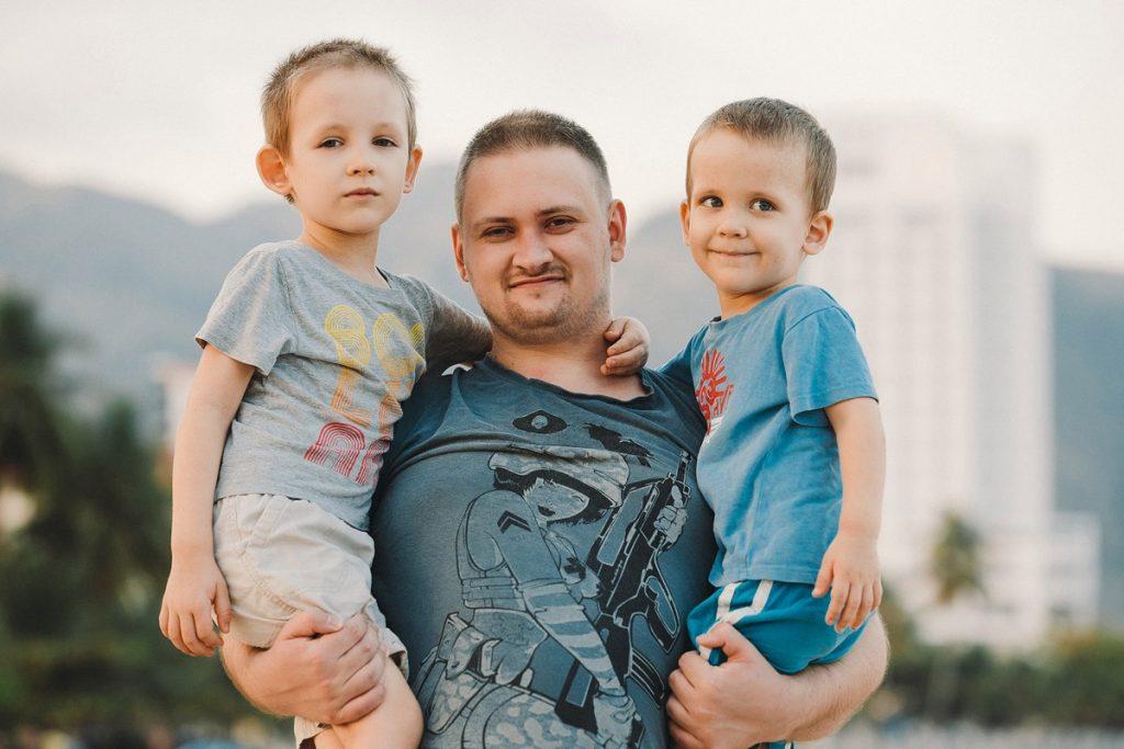 Кирилл Брагин c детьми