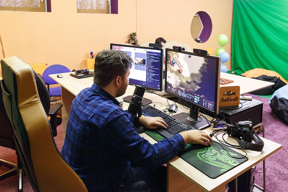 Киберспорт может выглядеть, как трата времени на компьютерные игры, но на самом деле, уверен Иван Данишевский, это спорт будущего