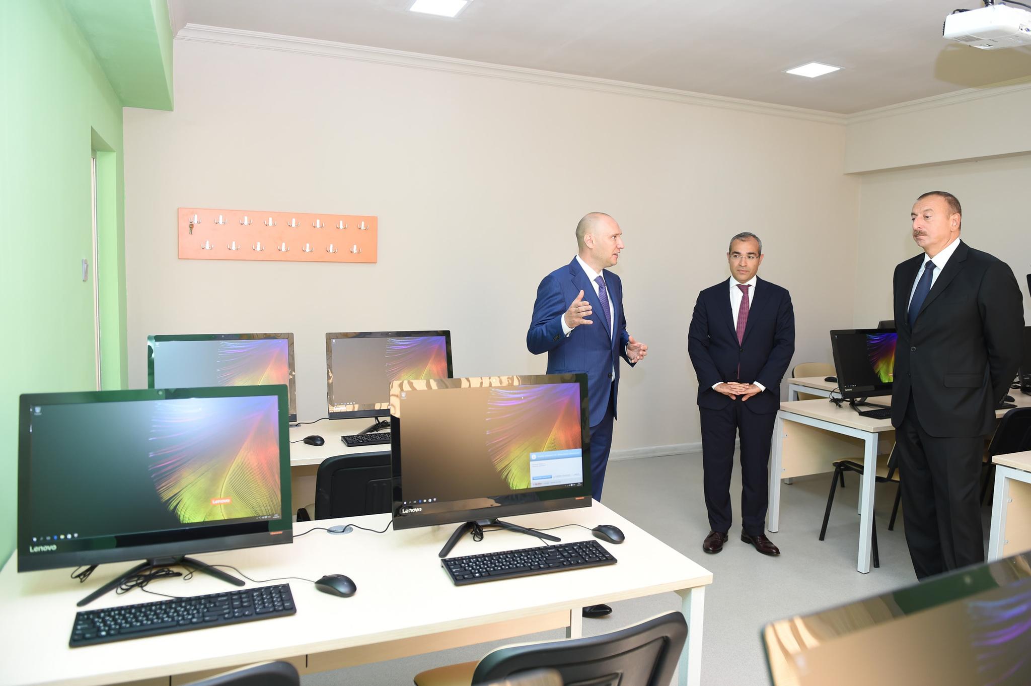 Открытие филиала в Баку при участии президента Азербайджана Ильхама Алиева (справа)