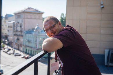 Булки с сосисками заполонили соцсети. Как Ян Монастырский развивает культуру уличной еды в Украине