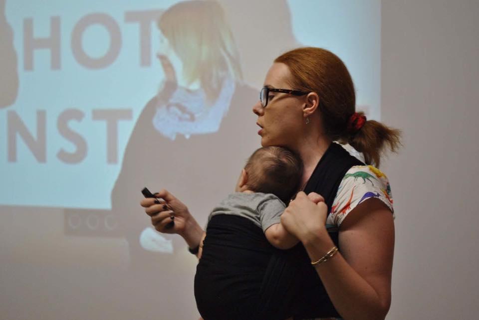 Вера Грузова с Давидом читает лекцию