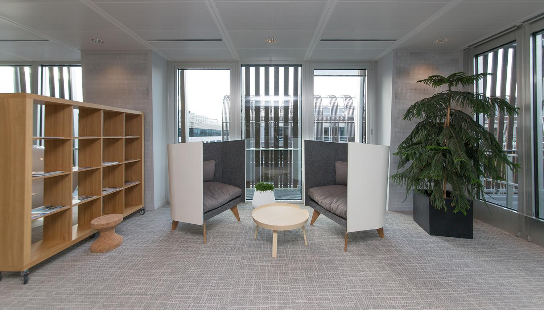 Кресла V1 от ODESD2 в парижском технохабе Les Dunes