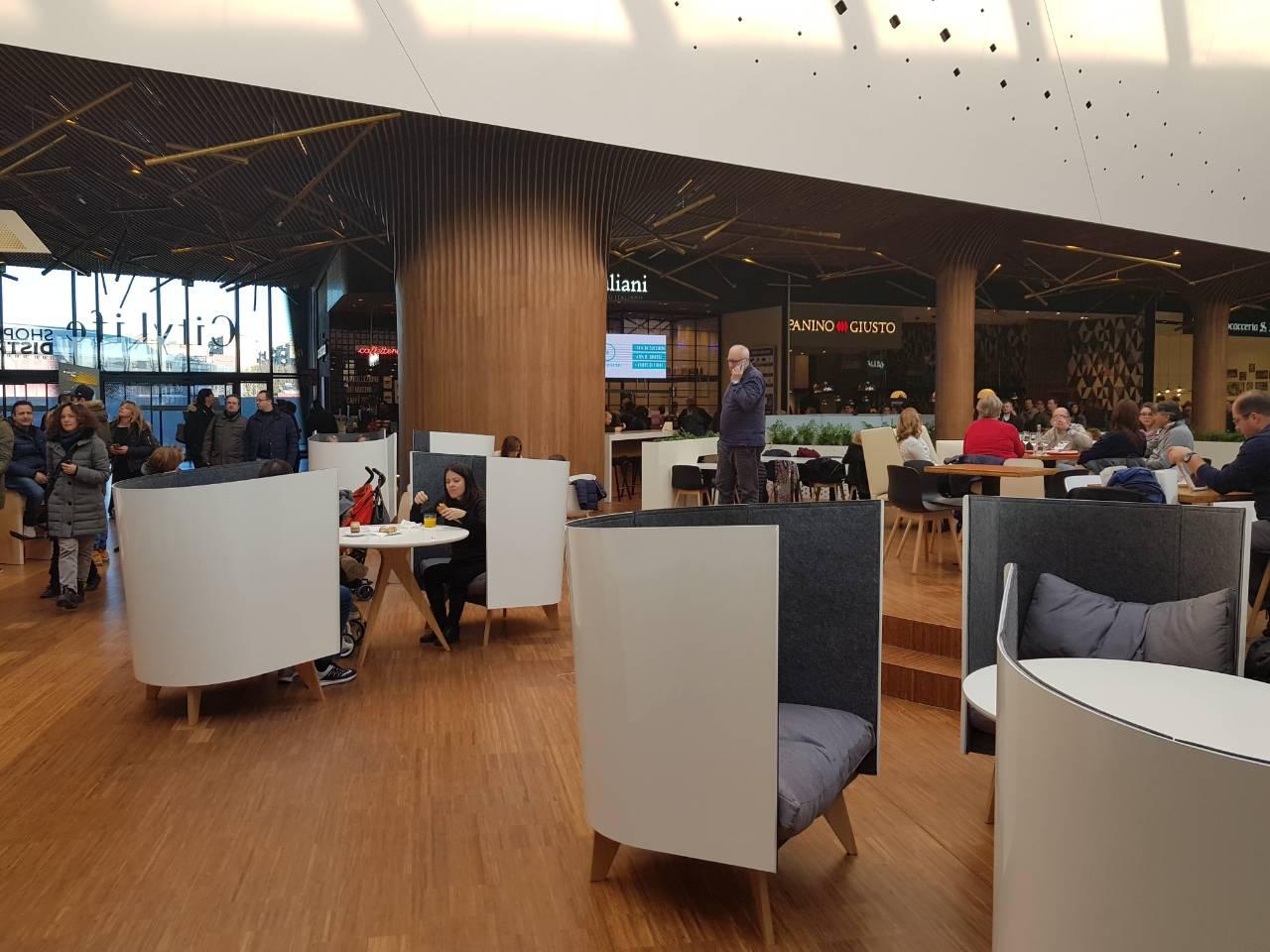 Кресла V1 от ODESD2 в ТРЦ City Life в Милане
