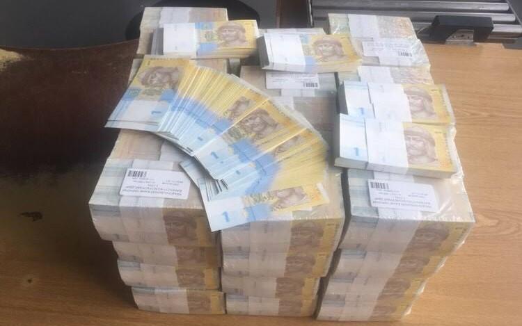 Украинец пытался отправить в Гонконг 24 кг гривен под видом полиграфических изделий