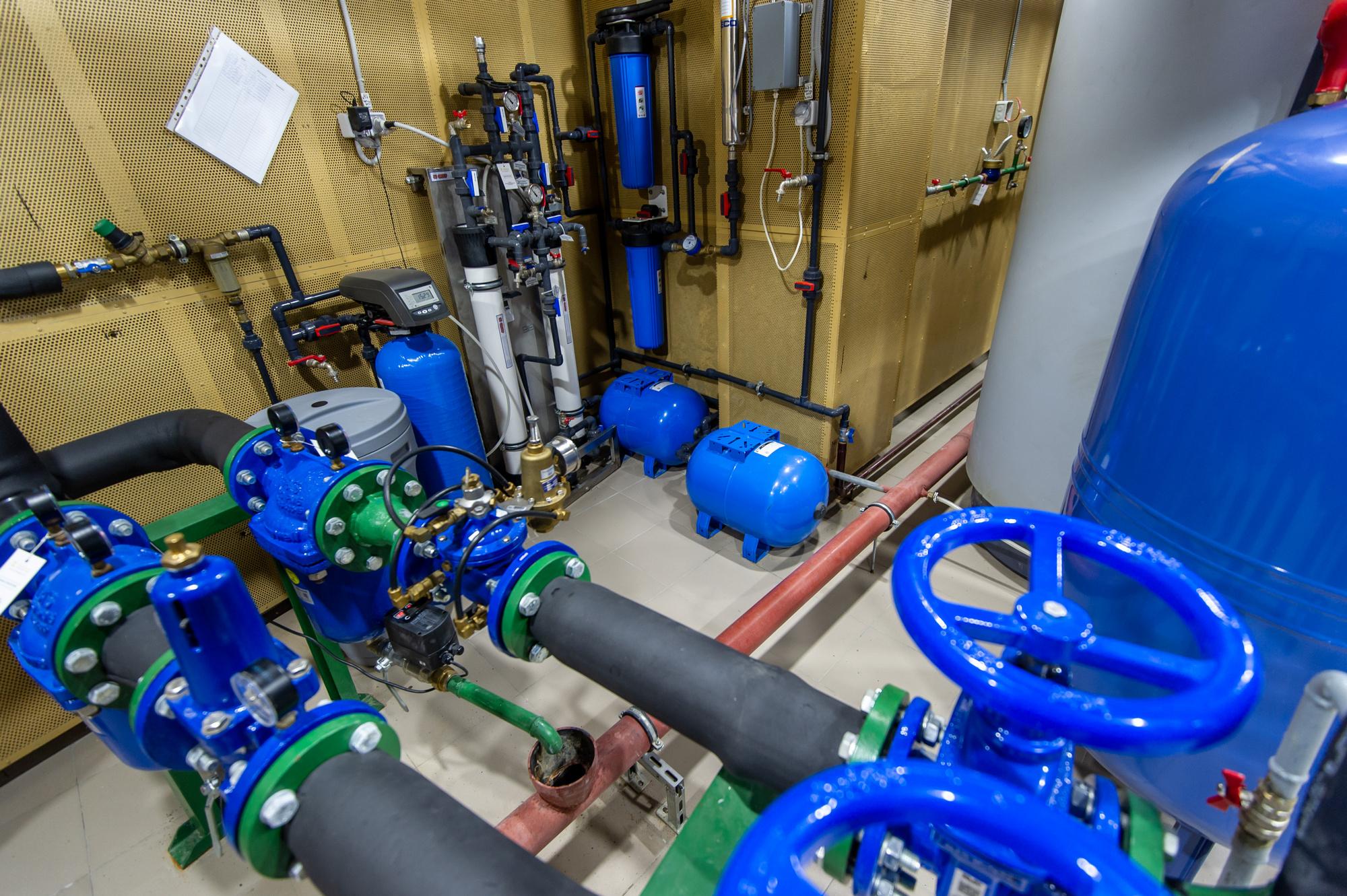 Система нагрева воды и терморегуляции занимает в LeapKids большое подвальное помещение