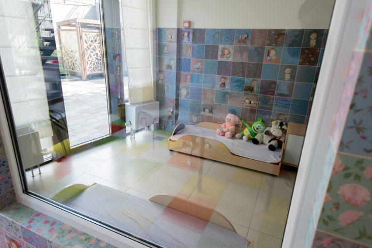 Медпункт и изолятор для приболевших детей в LeapKids – не страшная белая палата, а симпатичная комната с игрушками