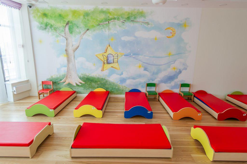 Кровати и умывальники учитывают рост ребенка