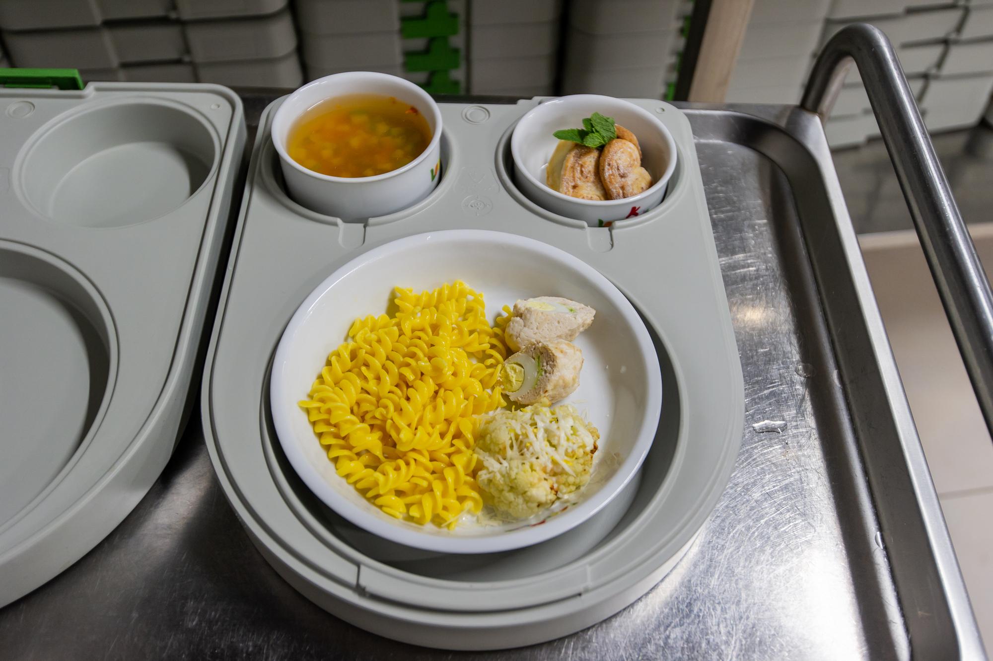 В саду разработано пятиразовое питание, каждый раз еда подается в индивидуальном термобоксе