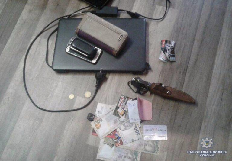 Сотрудники киберполиции изъяли всю технику, мобильные телефоны, сим-карты и банковские карты