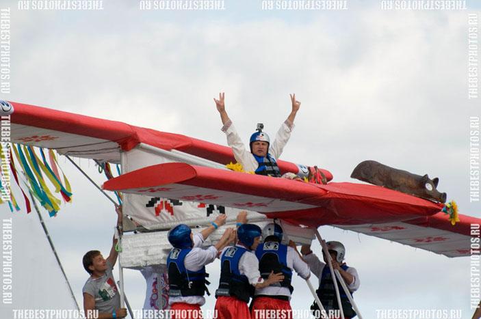 На самолете выступал лидер группы «Вопли Видоплясова» Олег Скрипка