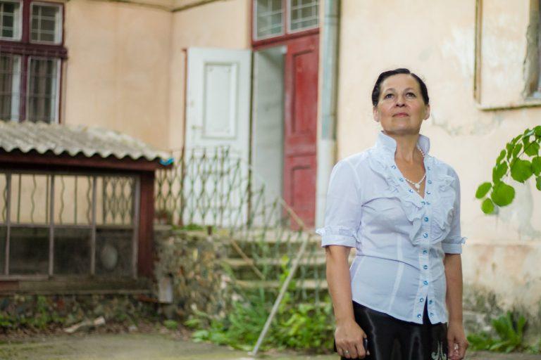 Из-за аферистов Ольга потеряла квартиру. Спустя некоторое время, по вине тех же людей, Ольгу обвинили в махинациях с недвижимостью. Так она попала в тюрьму