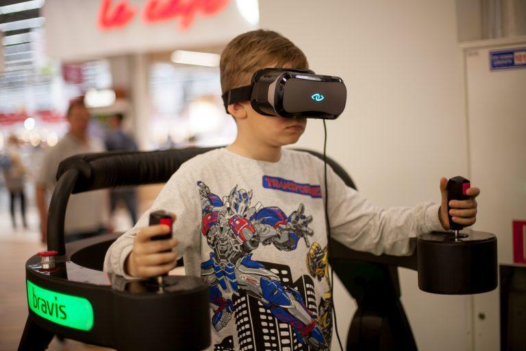 В гейминговых зонах можно протестировать кресла, игровые ноутбуки, мышки и другие гаджеты