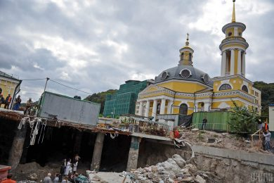 Киеврада разрешила построить ТРЦ на Поштовой площади. Там хотели сделать музей