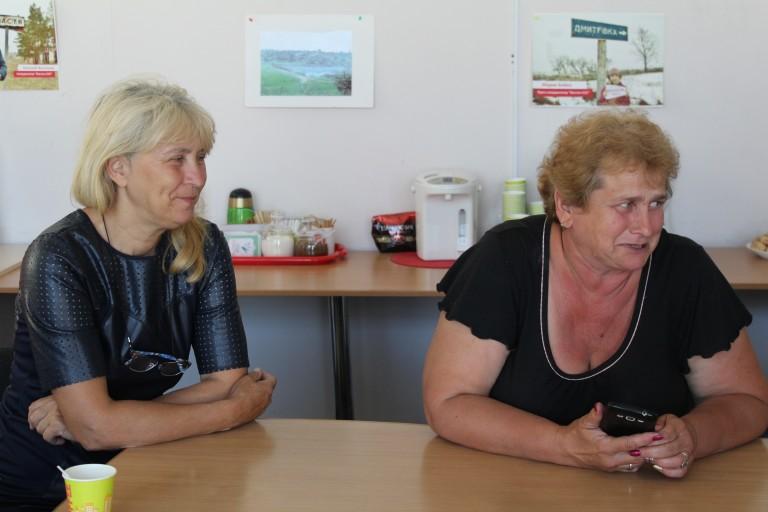 Людмила Сорока (справа) на консультационной встрече с ментором в Северодонецке, vostok-sos.org