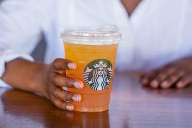 Почему Starbucks избавится от пластиковых трубочек до 2020 года