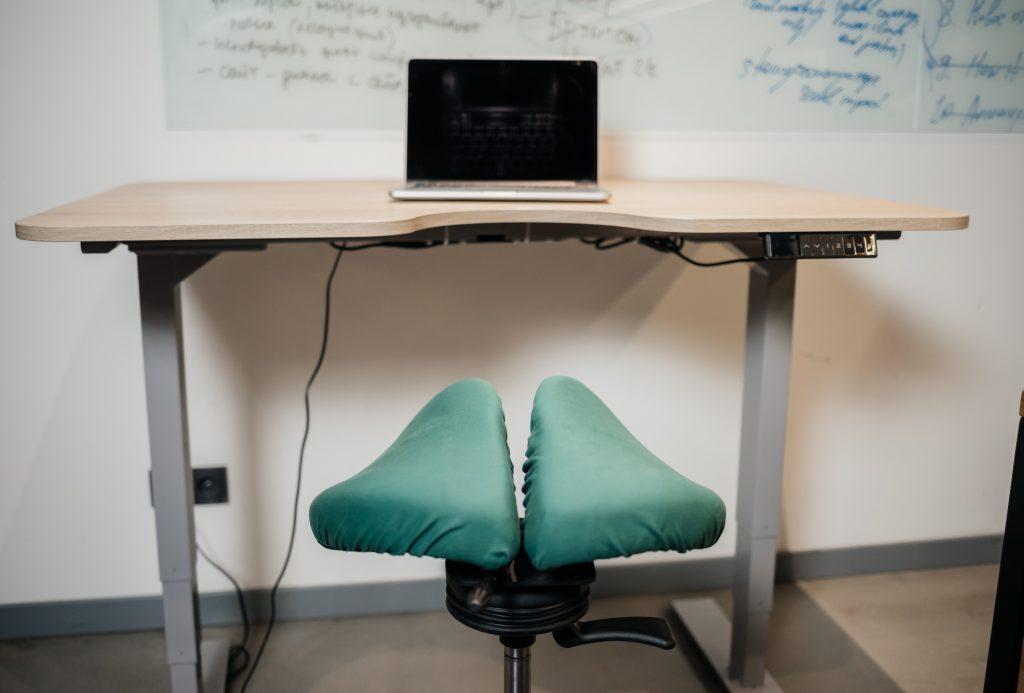 Решения от Ergo Place помогли Давиду Брауну обустроить продуктивное рабочее пространство