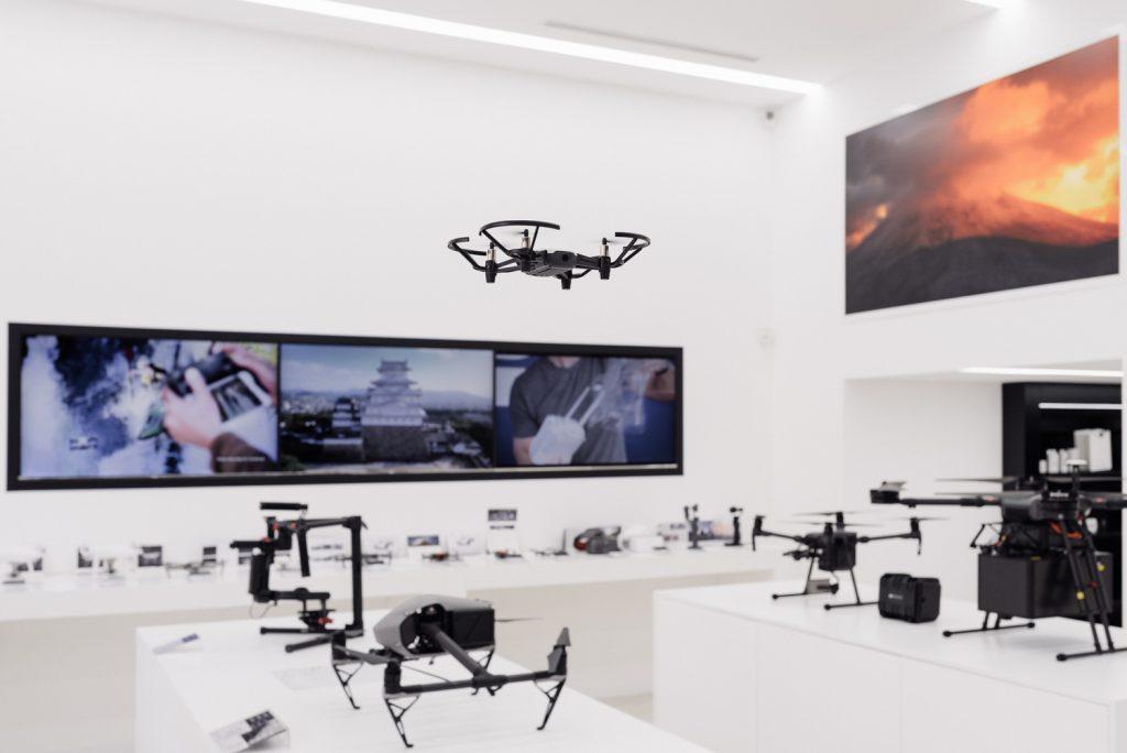 Различные модели дронов могут использоваться для развлечения, промышленных целей и даже для спасения людей