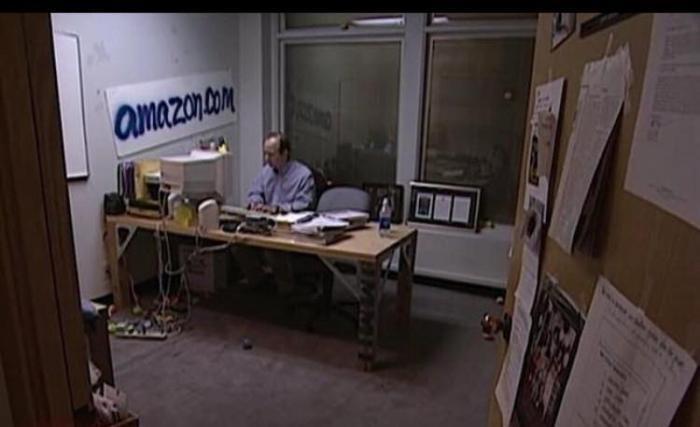 Джефф Безос в своем офисе в 1997 году