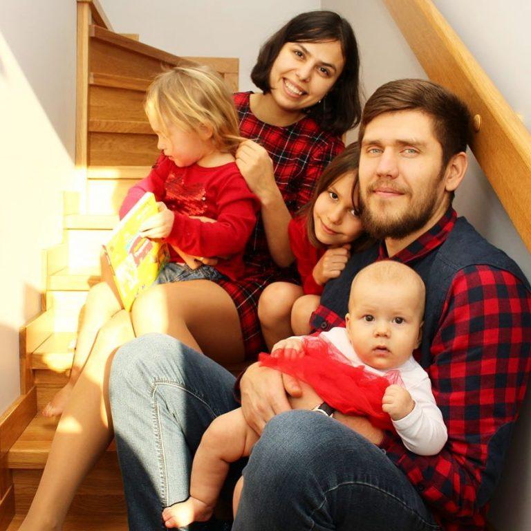 Игорь Фостенко с женой и детьми
