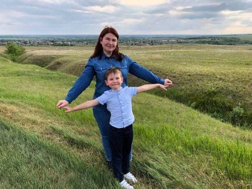 Родители зарабатывают миллионы, снимая детей для YouTube. Как в Украине создают детский видеоконтент