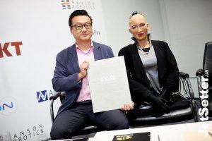 Создатель робота Софии зарегистрировал торговую марку своего фонда через украинского чат-бота