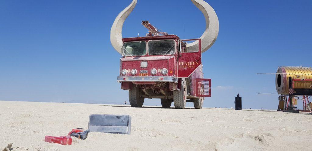 Павел Веселов и его павербанки на фестивале Burning Man