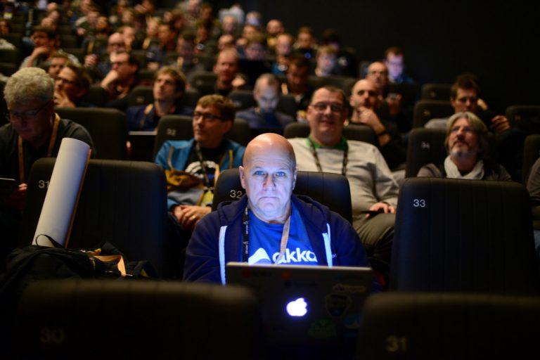Ключевых спикеров конференции слушают несколько тысяч человек