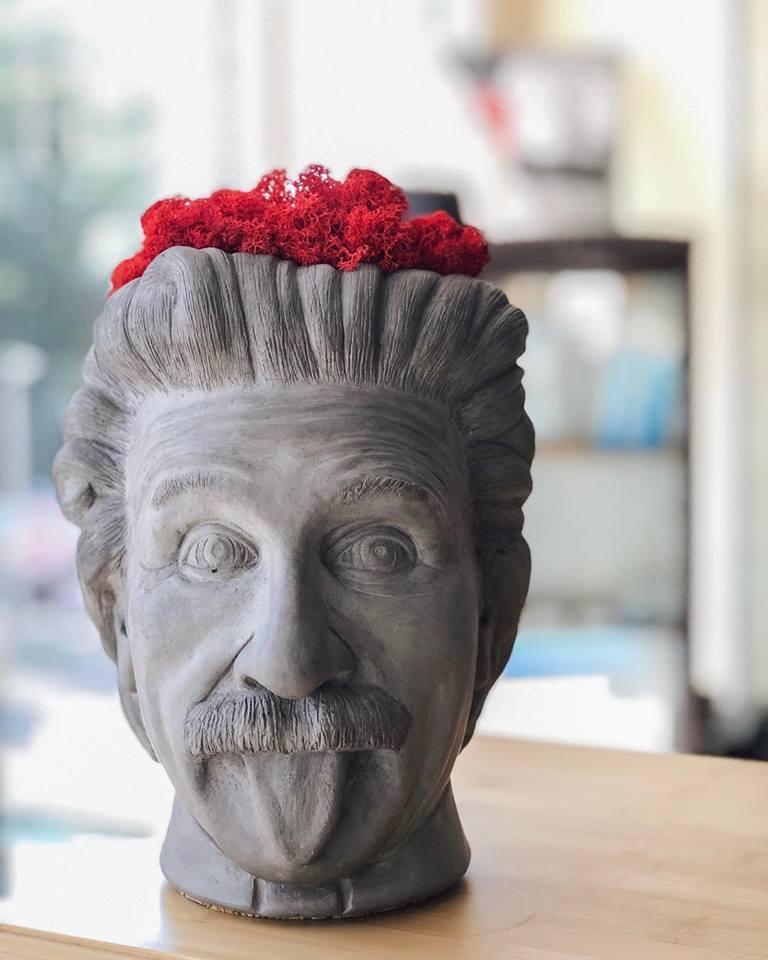 Скульптура «Vase Head»