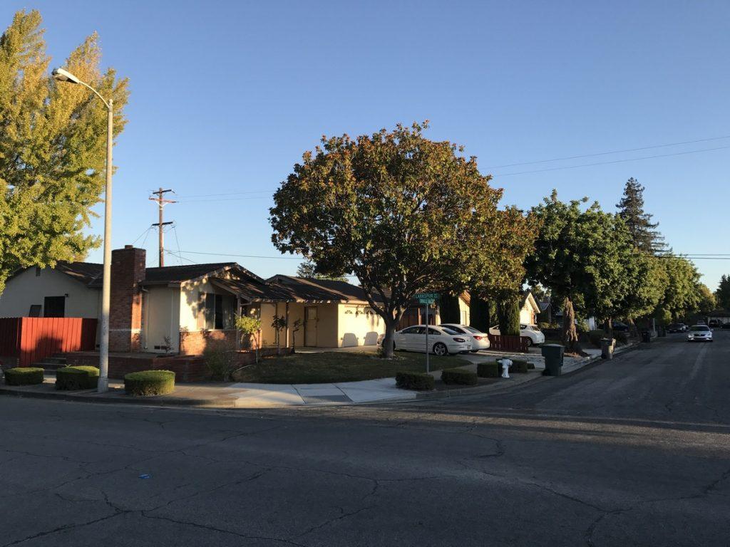 В цьому будинку Ігор жив місяць, це в містечку Саннівейл, в 10 хв від штаб-квартири Apple і в 15 хв від Google