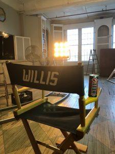 Брюс Уиллис на съемках в рекламе Hell Energy