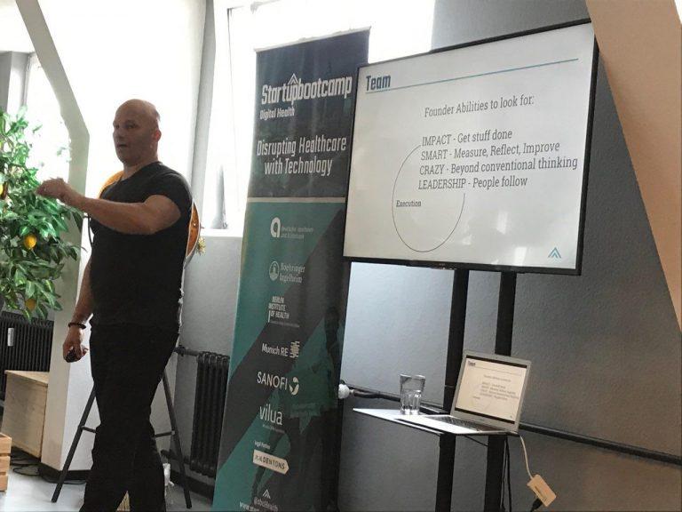 Управляющий директор Startupbootcamp Digital Health Berlin Ларс Буч на воркшопе о важных качествах фаундеров стартапов