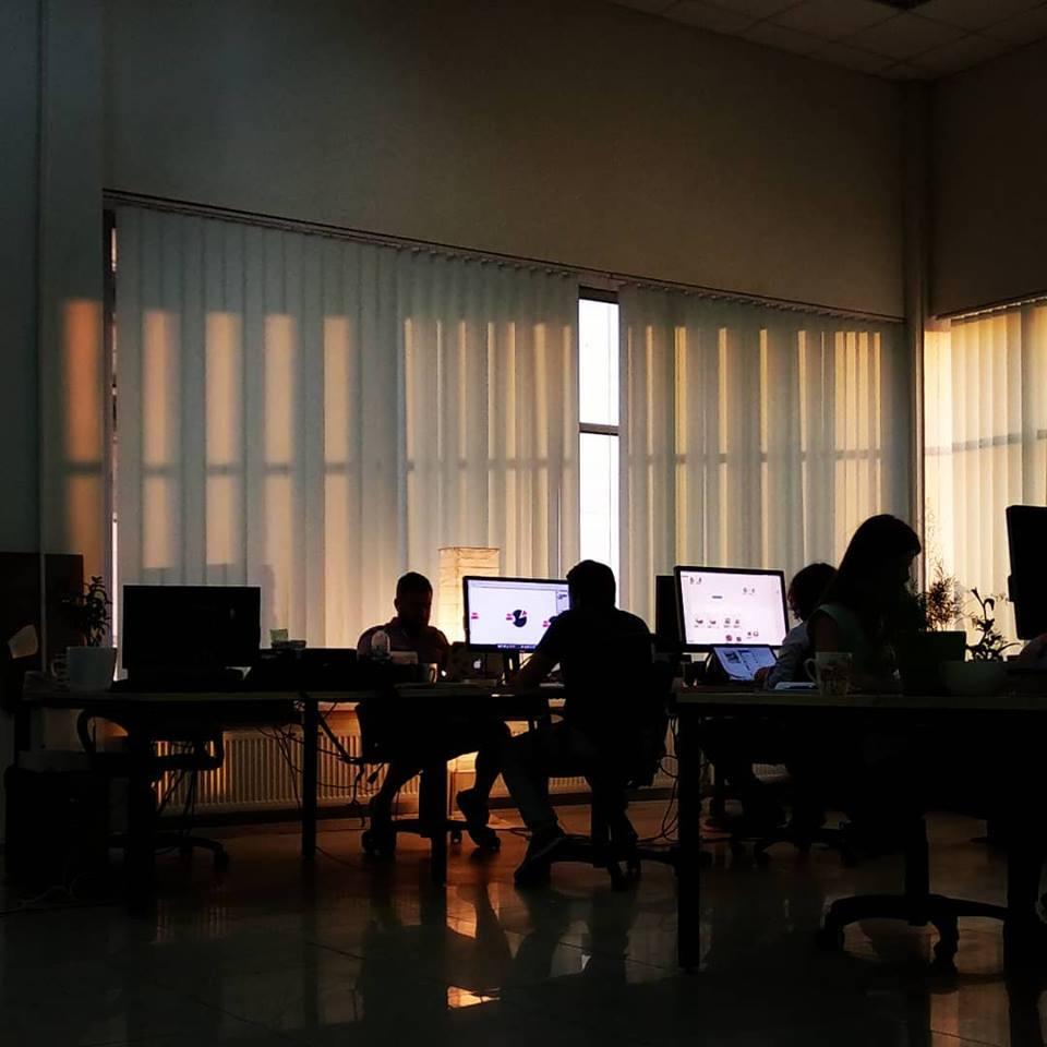 «Налоговая не должна искать в компании неоформленных работников». Что произошло в офисе Brander