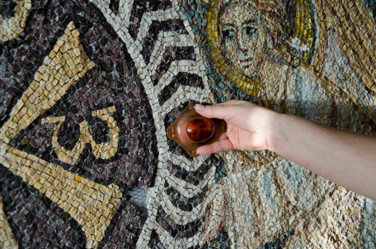 Свое дело в 50+. Как главбух полюбила камни и стала делать мозаику