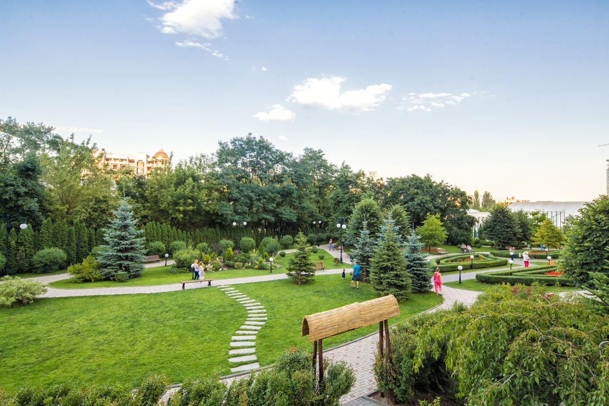 Треть территории занимают парковые и прогулочные зоны и зоны отдыха