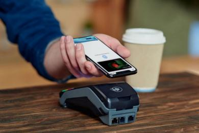 «ПриватБанк» позволит менять дизайн карт в Apple Pay и Google Pay. Больше в мире так не может никто
