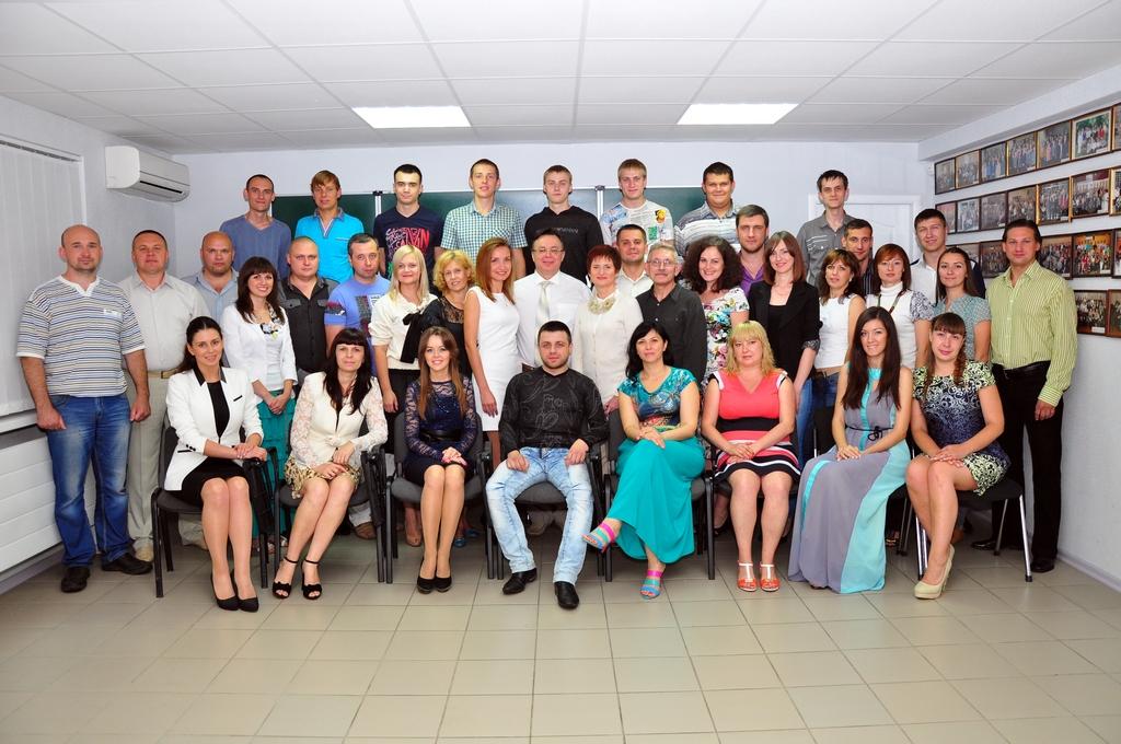 Вячеслав со слушателями Школы менеджеров «АБИС», которую он основал