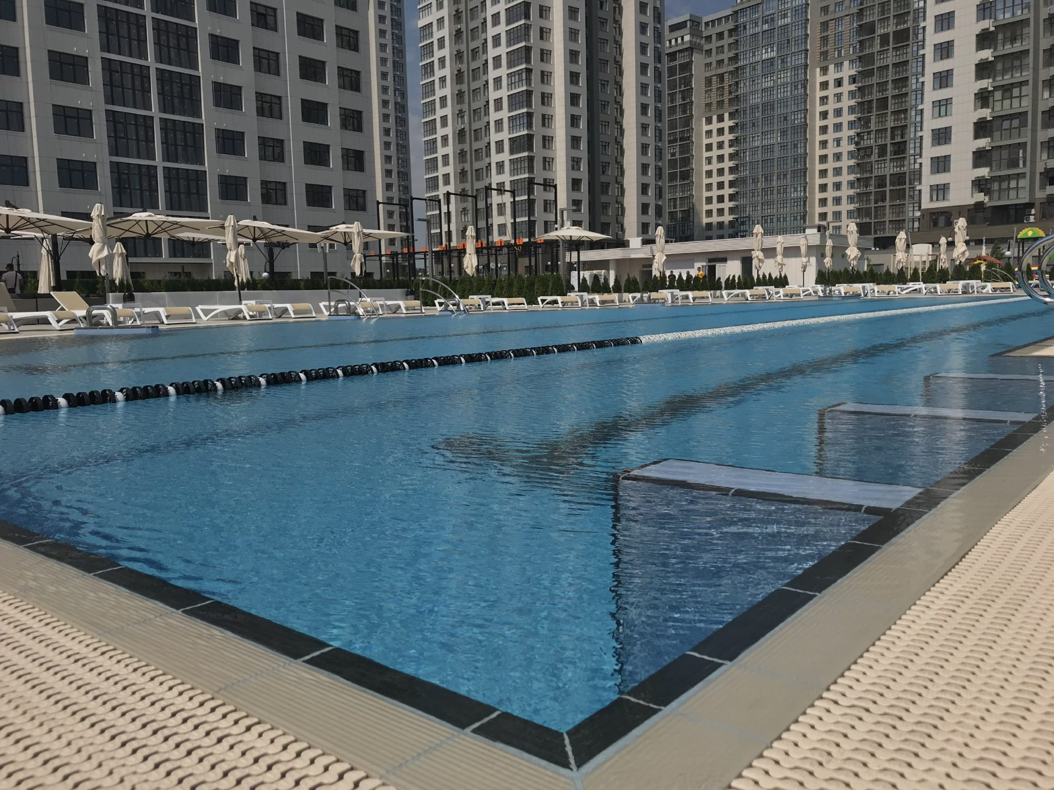 В «Новопечерских Липках» есть открытый бассейн