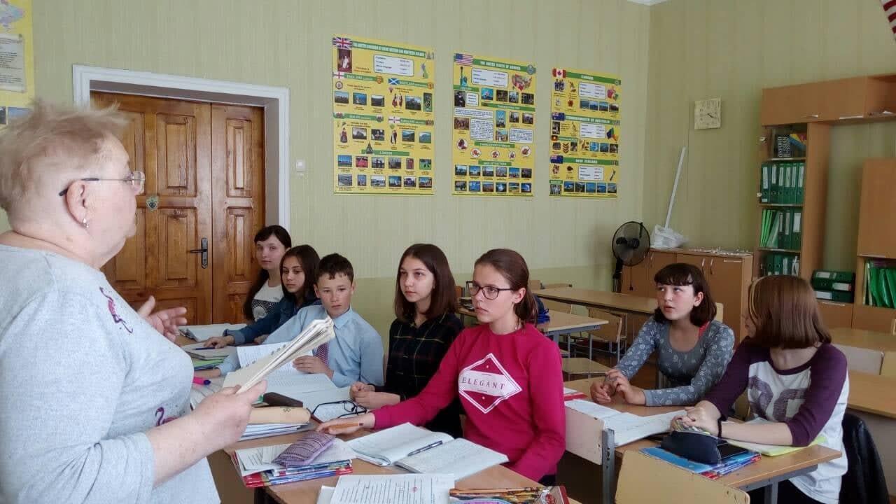Учебная группа с преподавателем Валентиной Карповой